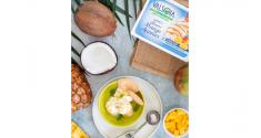 Una fresca estate con il gelato al cocco variegato mango e ananas