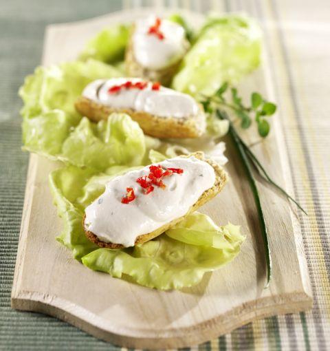 Crostini con crema di tofu aromatica